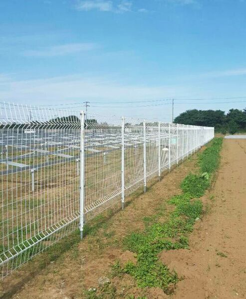 A fence for a solar power station
